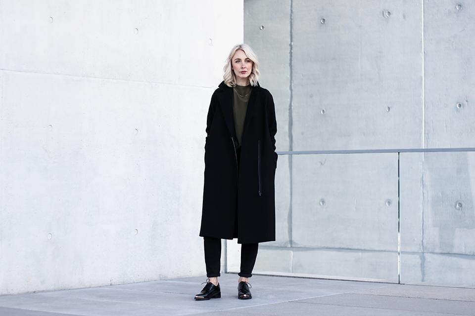noa-noir-fashion-outfit-minimal-winter-inspiration-cos-khaki-olive-green-avelon-shoes-1.png
