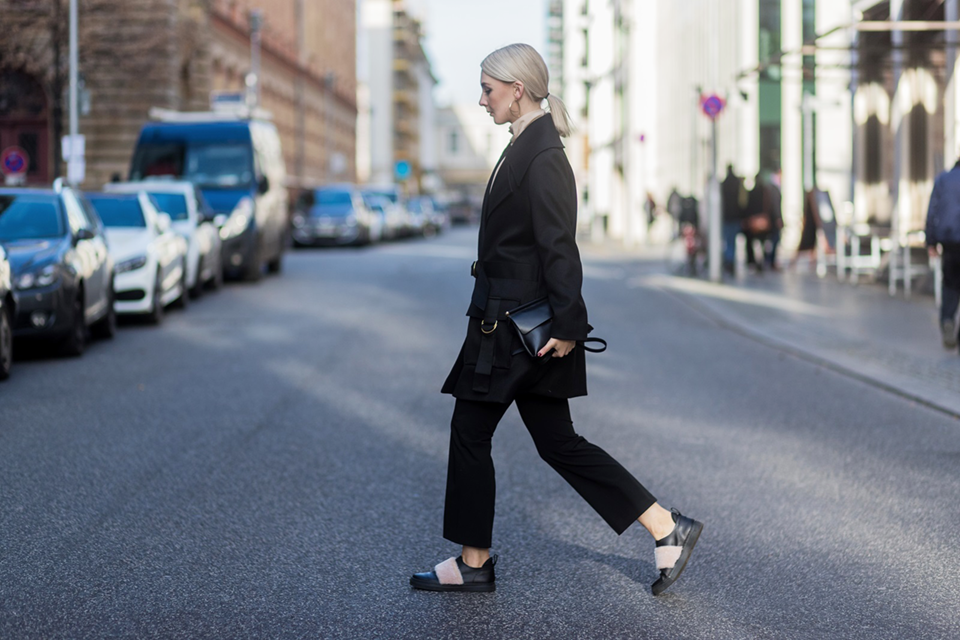 noa-noir-fashion-outfit-berlin-streetstyle-styleograph-lalaberlin-fw16-fur-sneakers-monochromatic-winter-outfits-2.png