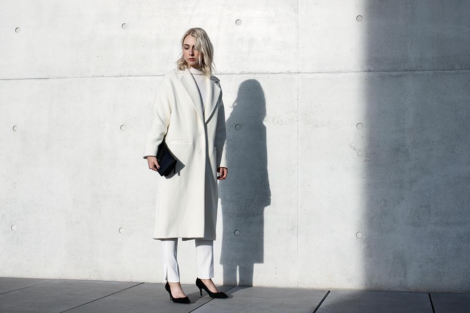 noa-noir-fashion-outfit-all-white-monochromatic-winter-look-lalaberlin-lalagirls-berlin-minimalist-streetstyle-4.jpg