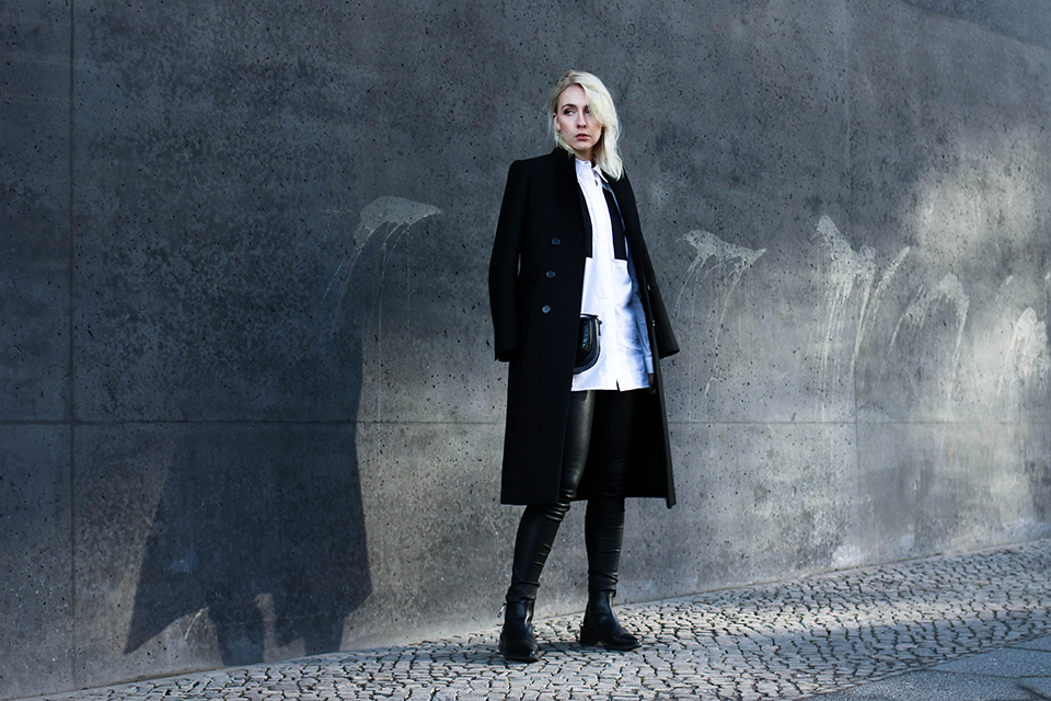 noa-noir-fashion-outfit-minimal-monochromatic-streetstyle-inspiration-clean-lines-leather-skinny-pants-1.png