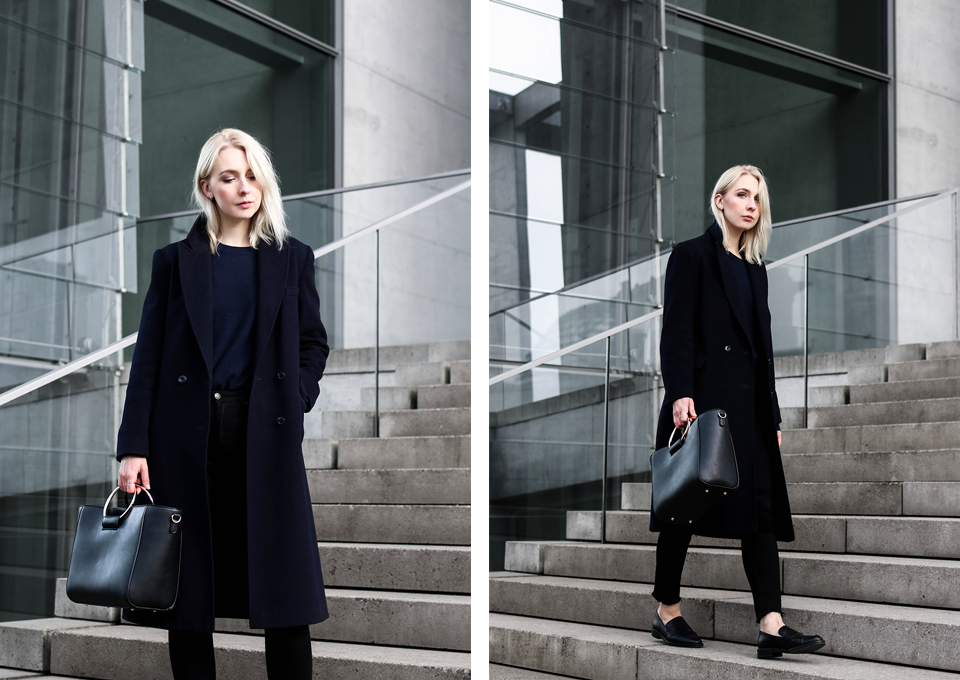 noa-noir-fashion-outfit-monochromatic-navy-black-look-with-loafers-metall-ring-purse-1.png