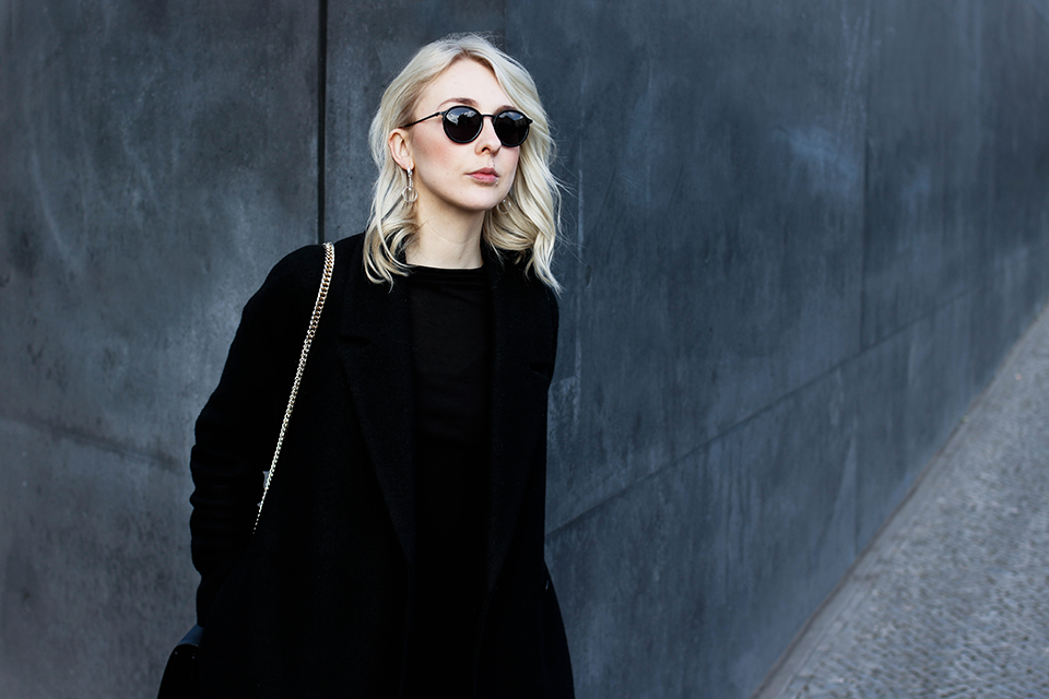 noa-noir-fashion-outfit-all-black-monochrome-woven-silver-blonde-hair-2.png