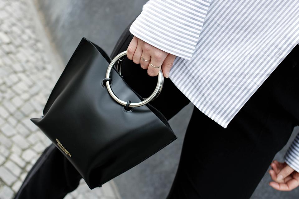 noa-noir-fashion-outfit-kozha-numbers-mini-safe-minimalist-streetstyle-2.png