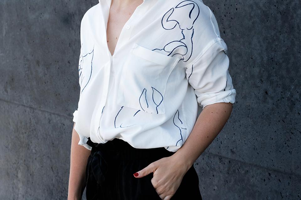noa-noir-fashion-outfit-minimal-summer-inspiration-kozha-numbers-mini-safe-paloma-wool-leandra-shirt-3.png