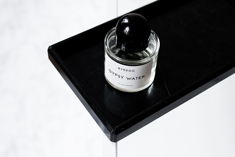 noa-noir-beauty-perfume-byredo-gypsy-water-minimal-photography-inspiration-allwhite-marble-1.png