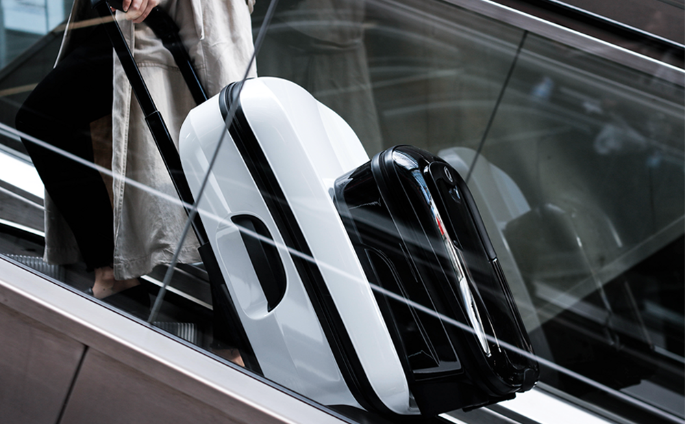 noa-noir-fashion-travel-lifestyle-minimalist-style-traveling-bugaboo-boxer-luggage-5-3.png
