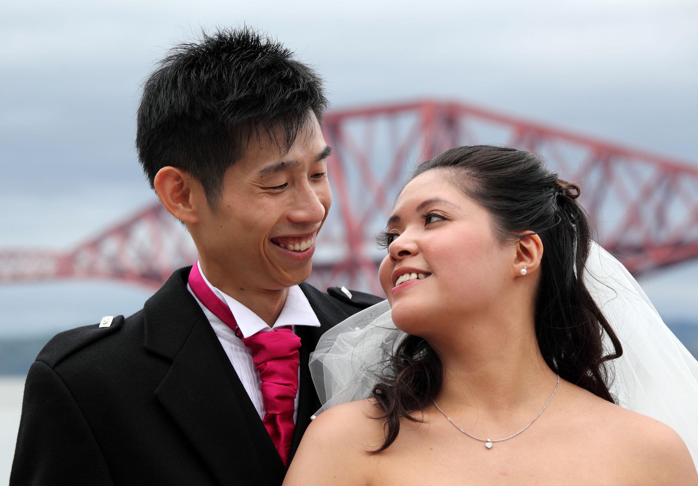 Bride&Groom_Bridges_wedding photography.jpg