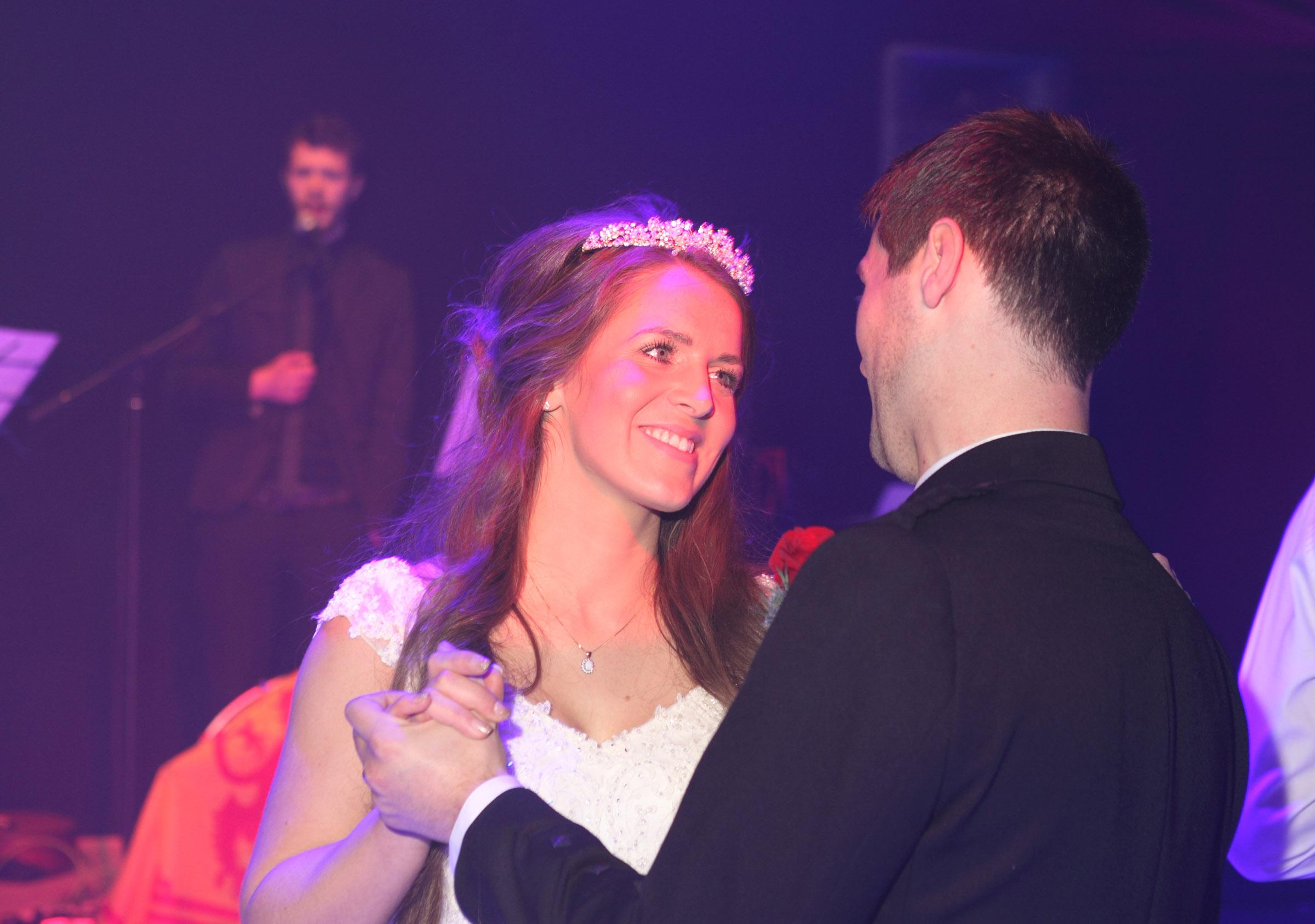 Wedding_Photography_in_Edinburgh_FirstDance_shot.jpg