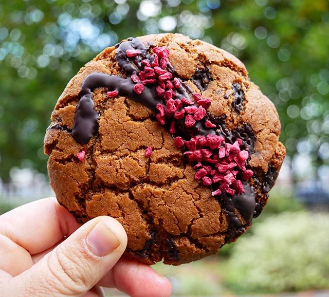 **VEGAN CHOCOLATE CHIP COOKIES CHOCOLATE DRIZZLE & DRIED RASPBERRIES** . . Now in @mistermagpiecoffee !!! Go get them before they go ! They sell out fast !! Hard shell googy soft centre totally vegan ! . . . . . 🐻🍋❤ . . . . #dairyfree #yum #raspberry #chocolate vanilla  #baking #urbanspoon #bearlemon #vegan #foodie #foodgram #dairyfree #irishfitfam #instafood #instadaily #picoftheday #oaticecream #delicious #icecream #vegancookie #vegan #irishfitfam #foodporn #instagood #deliciousfood #bearoats #bearlemon #treatyoself #natural #foodporn #oat #chef