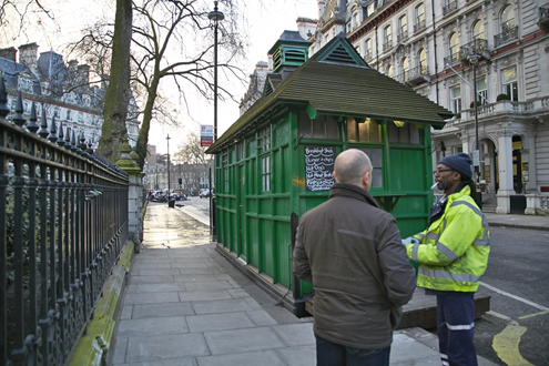 Cabbie-Shelters-in-and-out-Grosvenor-GardensMar-06-2014-exterior--street-cleaner-(1).png