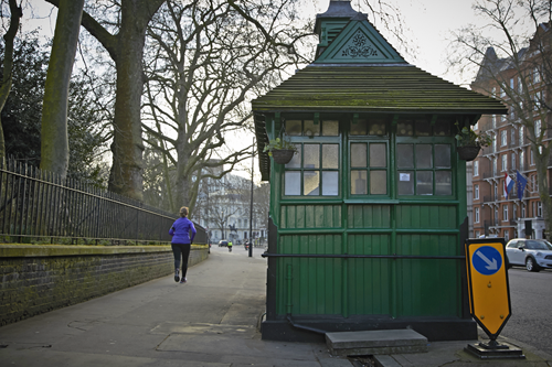 Cabbie-Shelters-in-and-out-Kensington-GardensMar-06-2014-exterior-and-runner-(1).png