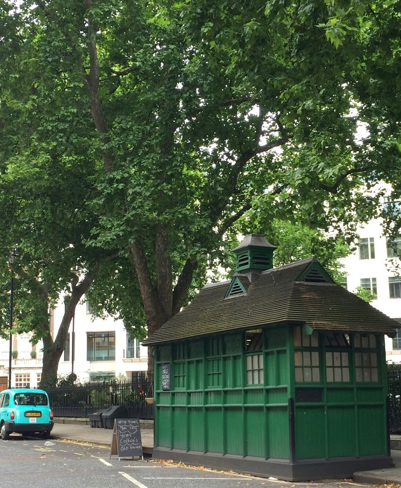 The cabbies' shelter in Grosvenor Gardens, London. © Historic England