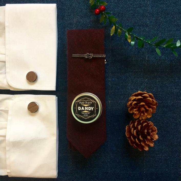 Knot tie pin, cotton tie, cufflinks & Boyds Of Bedford Hair Cream 15ml (£28)