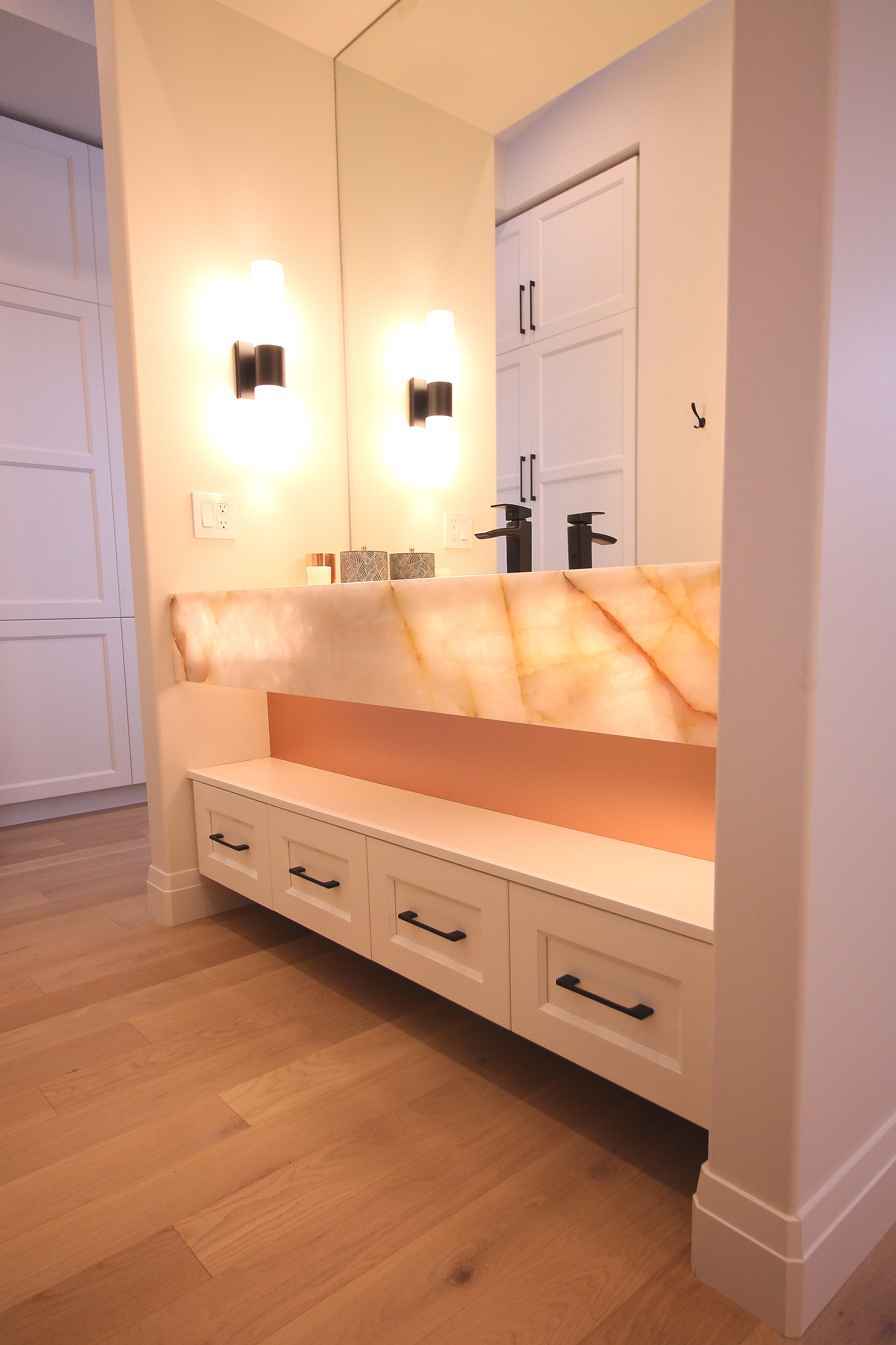 White shaker cabinets, quartzite