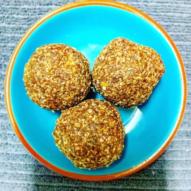 Getting at around 2-3pm. You need slow burning energy. I make my own protein balls because buying them is so much more expensive. These little balls of goodness have almonds, dates, chia seeds, shredded coconut, cacao powder, vanilla paste, edible peppermint oil and some oats (as a bit sticky). I blitz them in my thermomix then pop them in the fridge to firm up. I suggest in a container the kids can't see into so they don't eat the entire batch. #goodfood #healthysnacks #goodfood #energyfood #energy #snacks #kidsnacks #nutrition #nutritionist #foodideas #snackideas
