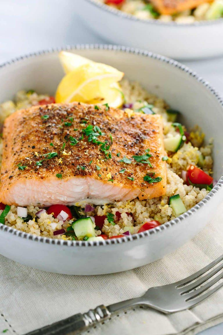 JESSICA GAVIN'S SPICED SALMON AND VEGETABLE QUINOA. CLICK FOR FULL POST AND RECIPE.