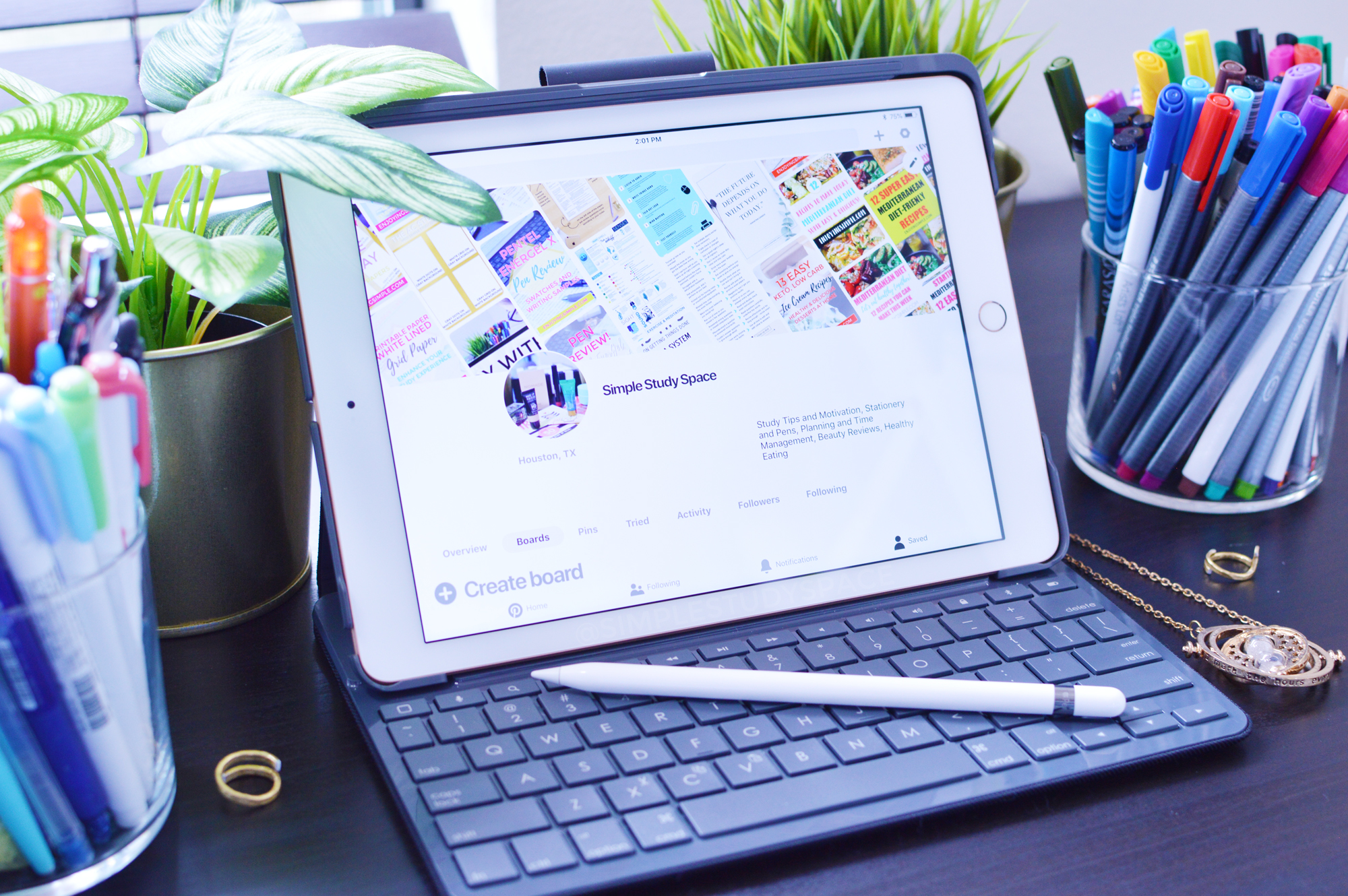 iPad, Apple Pencil and Logitech keyboard from Apple.