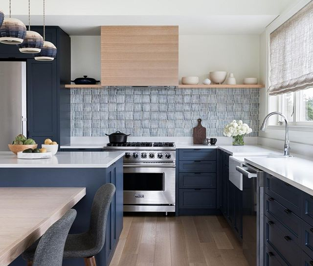 A blue beach house kitchen with terra cotta tile backsplash; designed by @theguggenheims. Photo: Haris Kenjar. #KitchenOfTheDay #DHDesignImage #BeDering⁣