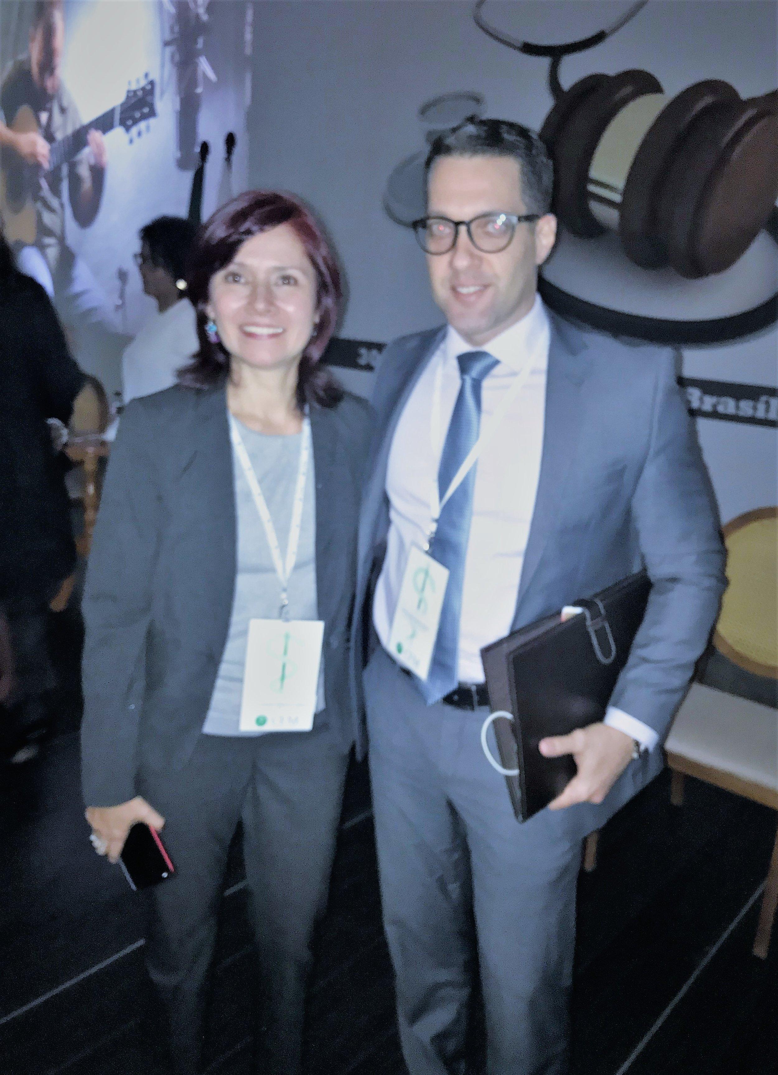Com a Dra. Luz Adriana González Correa – Advogada e Professora Universitária(Colômbia), no VIII Congreso Brasileiro de Direito Médico do CFM.