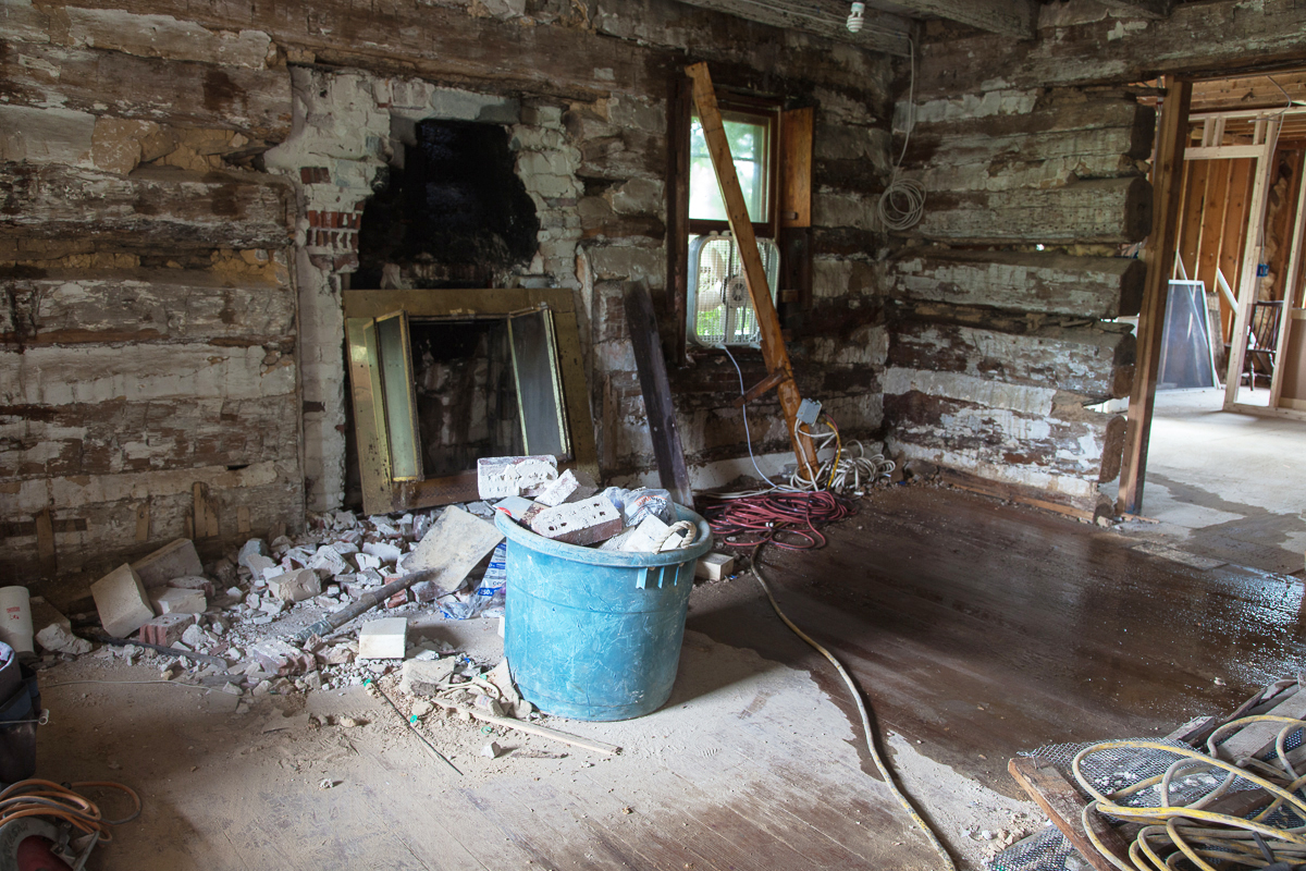 Removing the disgusting plaster from the original log cabin