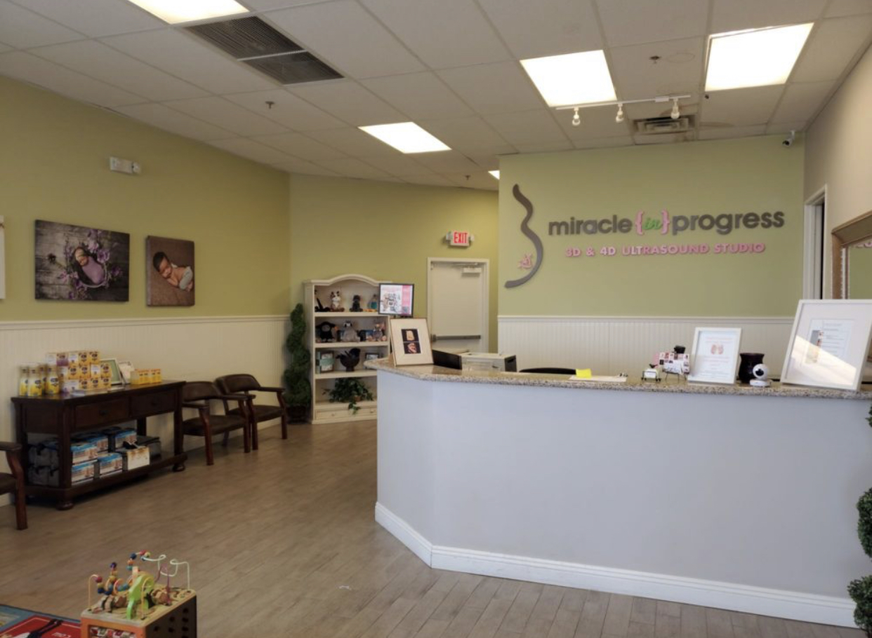 The studio was warm, and inviting. They have several 3d and 4d ultrasound packages that are available for purchase in both black and white, and color. Miracle in Progress also offers maternity and baby photography sessions which I thought was pretty cool.