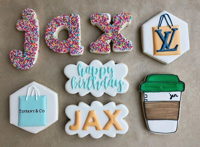 shout out to the dicillo fam for being some of my most loyal customers 🙌🏼 swipe for close-ups on @jacquelinedicillo's birthday cookies! ❤️