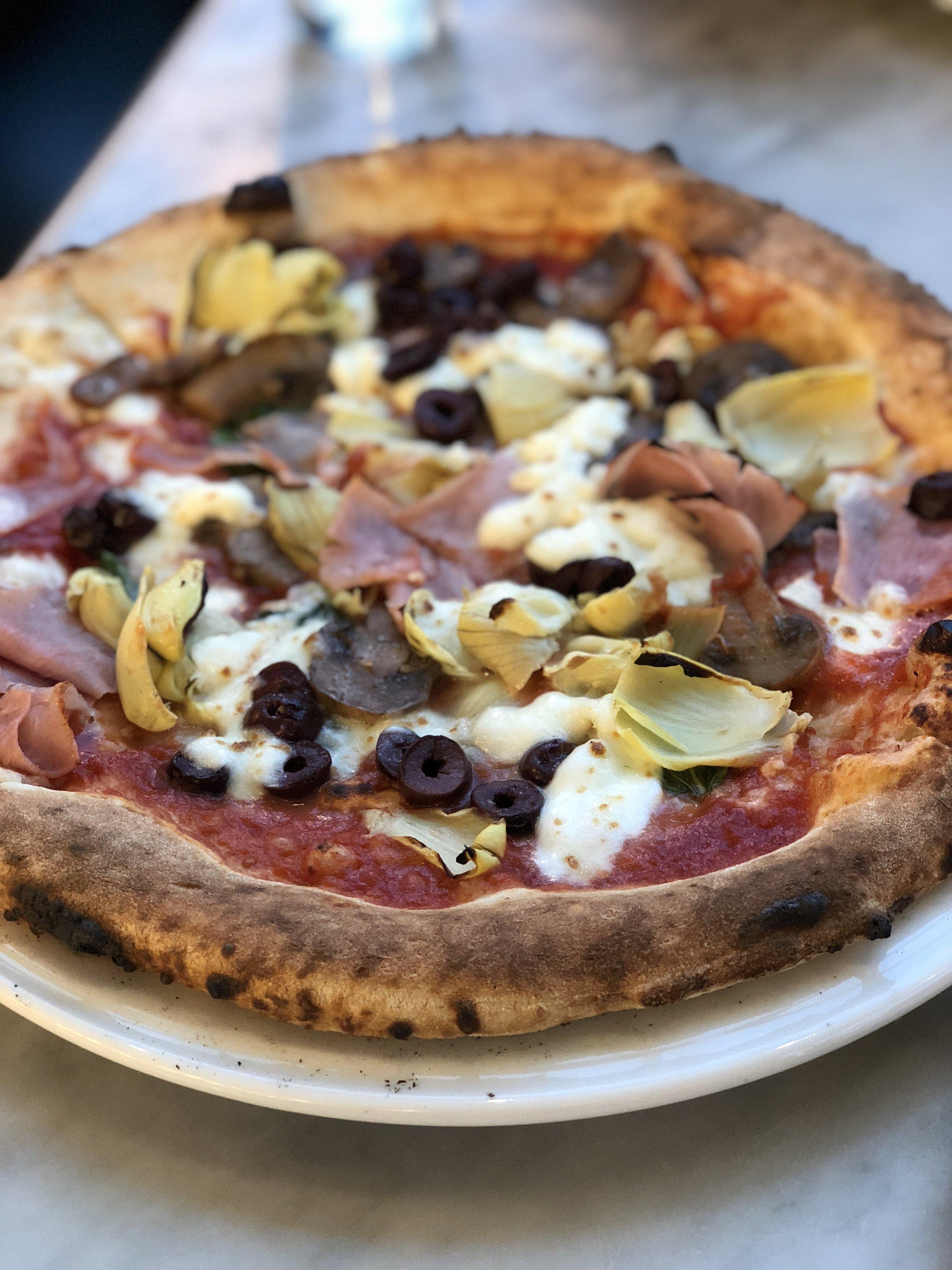 nella pizza.JPG