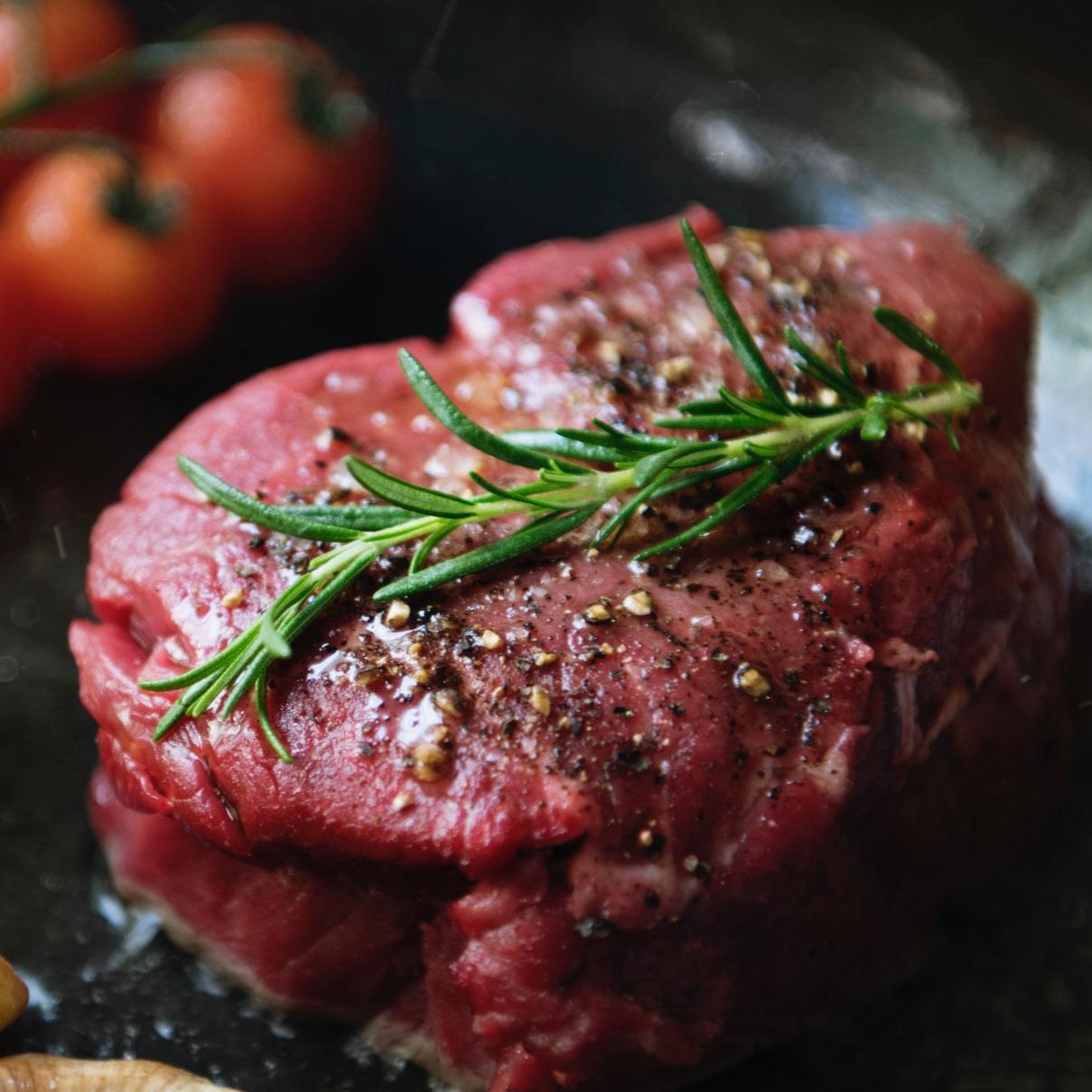cooking-a-fillet-steak-food-photography-recipe-JBW4S86.jpg