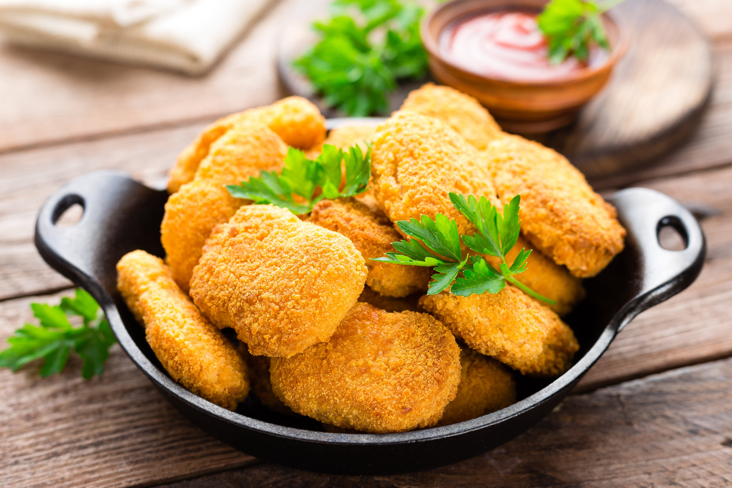 good ranchers chicken nuggets cooking instructions  - 1. Bake: Preheat oven to 375°F. Spread frozen nuggets on a baking sheet and bake for 25-30 minutes. 2. Pan Fry: Heat vegetable oil (1/8″) in skillet until hot. Fry nuggets in the hot oil over medium heat 10-12 minutes, turning over after 5-6 minutes. Nuggets should be golden brown on both sides.