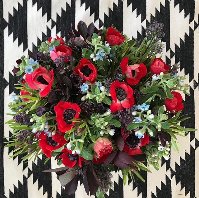 Fall Saturday's are for arranging flowers ❤️🖤