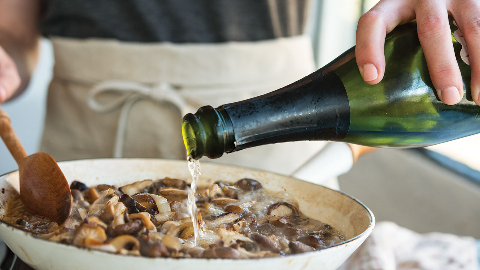 CHAMPAGNE AND MUSHROOM ROASTED CHICKEN