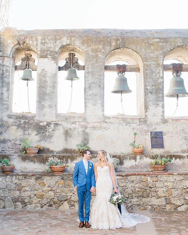 Our Monday day dreaming consists of some favorite gems in San Juan Capistrano like the @missionsanjuancapistrano 💕This day is still one of our top favorites!! Beauty: #fobchantel 📸:@matthew.nigel Planning: @poshitivelyperfectevents