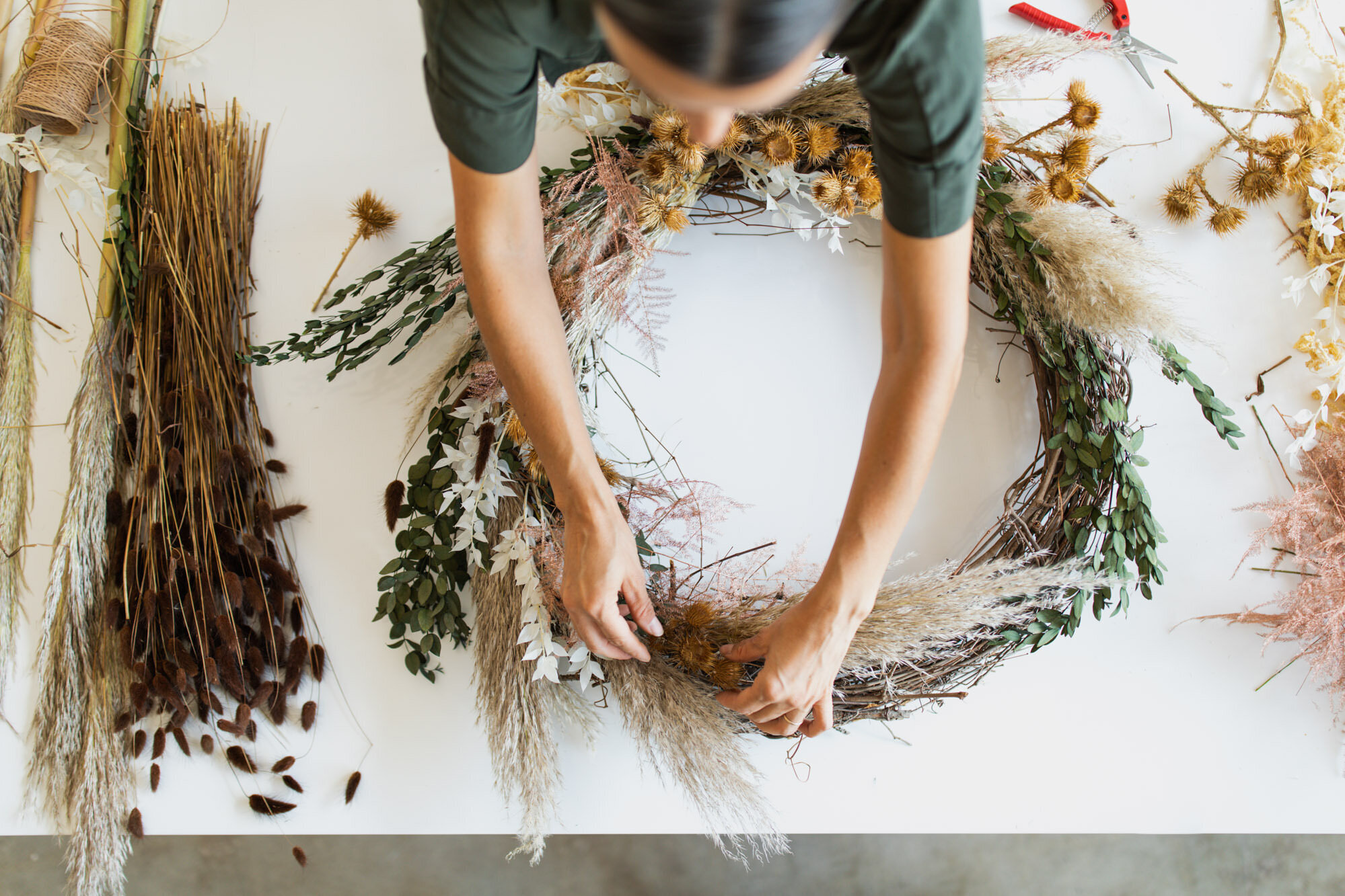 realm-pickletown-wreath-making