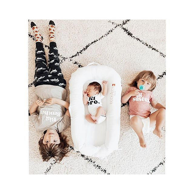 Three kids is no joke 😂 ... even though it's more exhausting than ever and the emotions are running high (Ruby steals Hanks binky and then cries 😂) somehow Hank feels like the perfect little addition to the family! #hankreed #alexanderspartyof5 Swipe right to see real life 😂