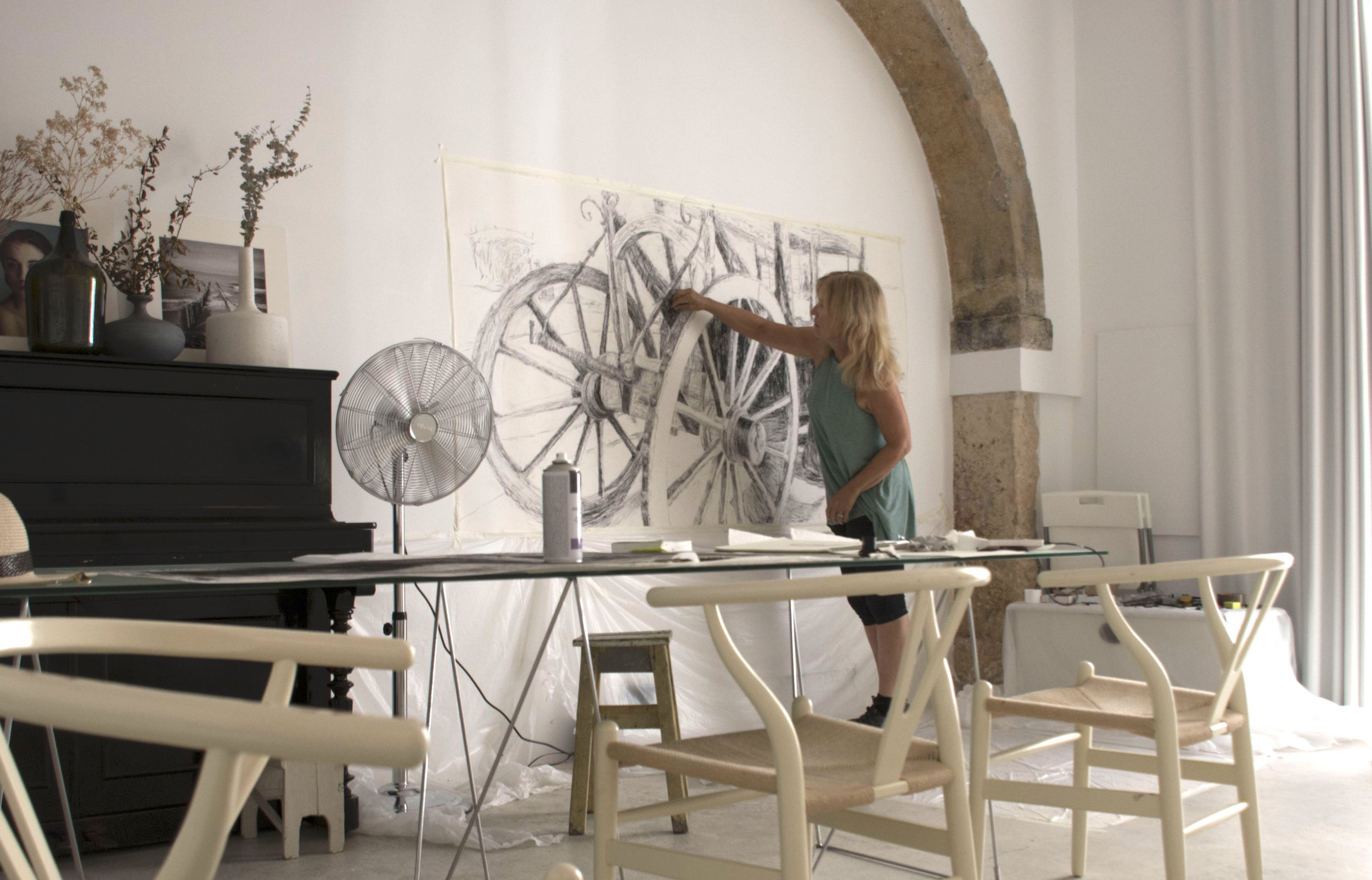 Diane at work on a charcoal drawing in Lisbon.