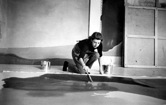 Jewish-American-abstract-expressionist-painter-and-artist-Helen-Frankenthaler-photographed-working-in-her-new-york-studio-by-Austrian-photographer-Ernst-Haas-3.jpg
