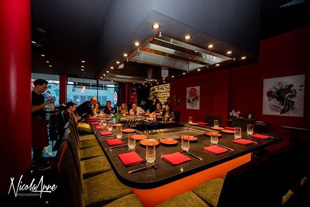 • ˢᴼ ᴹᵁᶜᴴ ᶠᵁᴺ •  Do yourself a favour & book a hilarious Teppanyaki night • Electrical fit-out by us @bwindustrialelectrical • venue: @akanedeepred • photo: @nicola_annephotography •