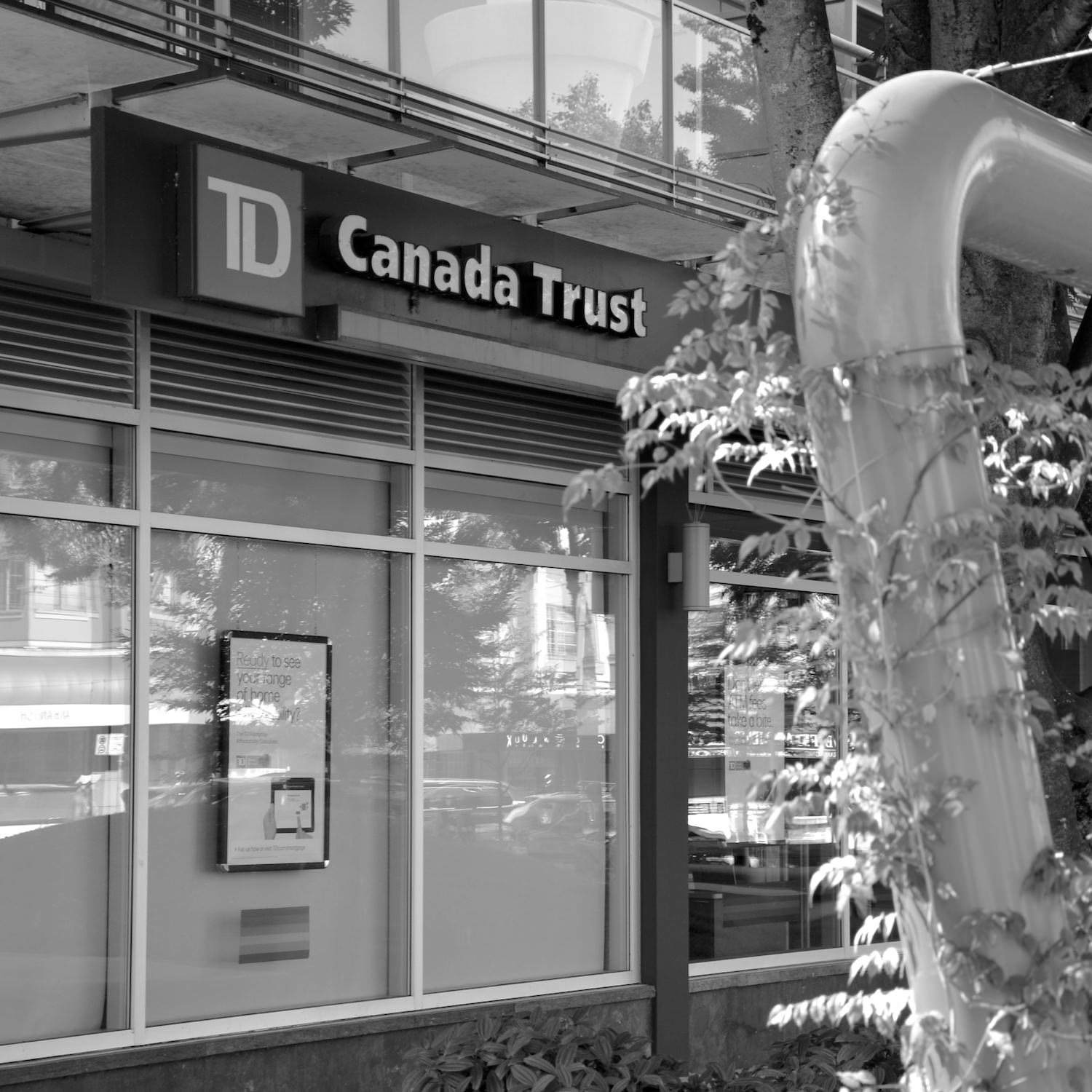 TD BANK   Just half a block from my work space (and right beside the Shoppers Drug Mart), this bank offers full teller services and a 24-hour ATM.   map