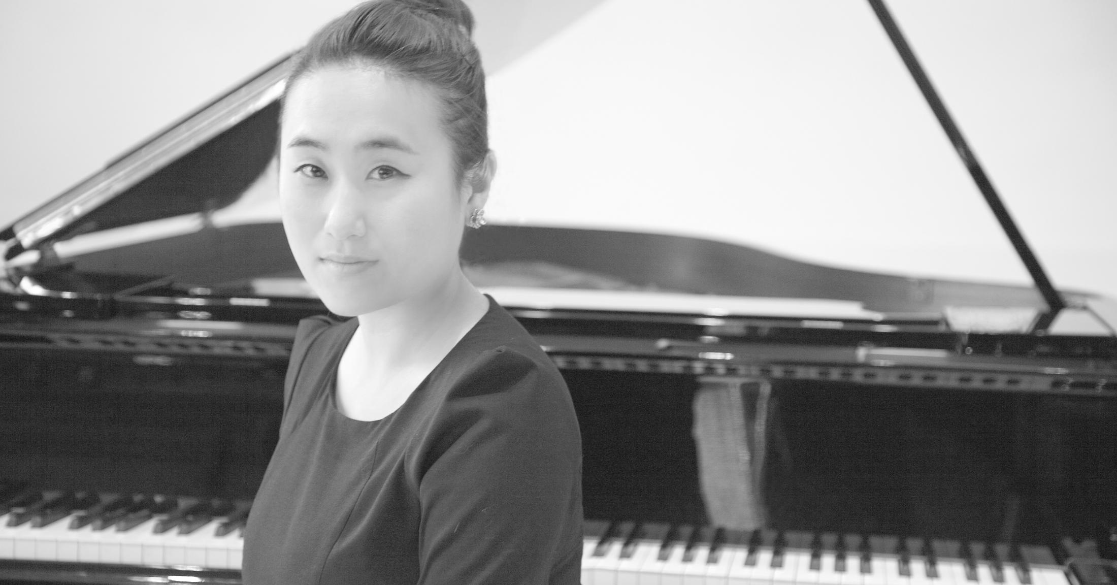 Yoonah_headshop_3_BW.jpg