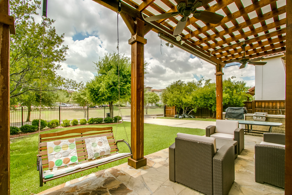 Pergola w Outdoor Grill + Burner on a huge backyard w views of Canal. Electric gates help creating an extended backyard.