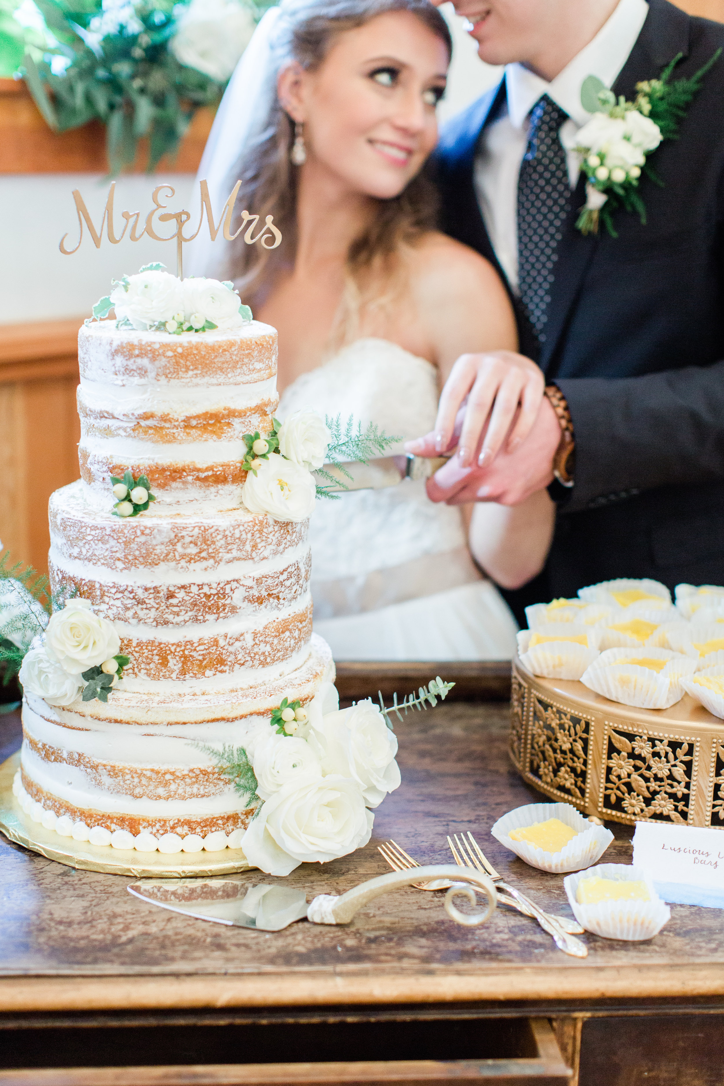 Cake & Desserts | Soft Peaks Cakery  Photography | Belen Isabel Photography  Planning & Styling | To Be Loved Events & Anela Events  Rentals | Danner and Soli  Floral Design | Flowers & Thyme