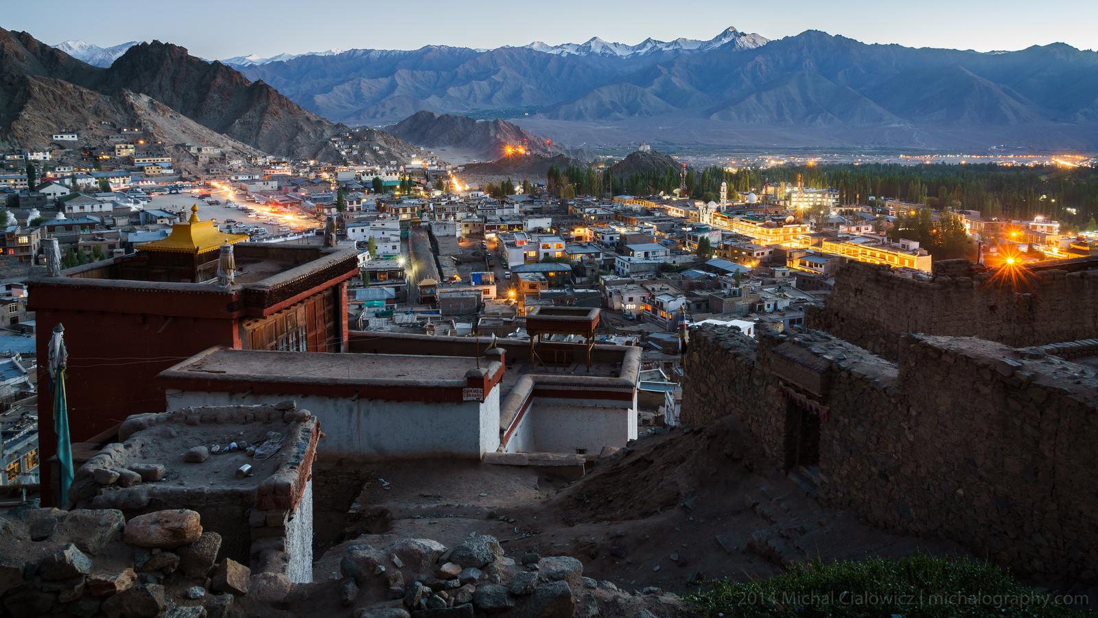Dusk in Leh, Ladakh (Sony A6000 + 16-70mm f/4 OSS)