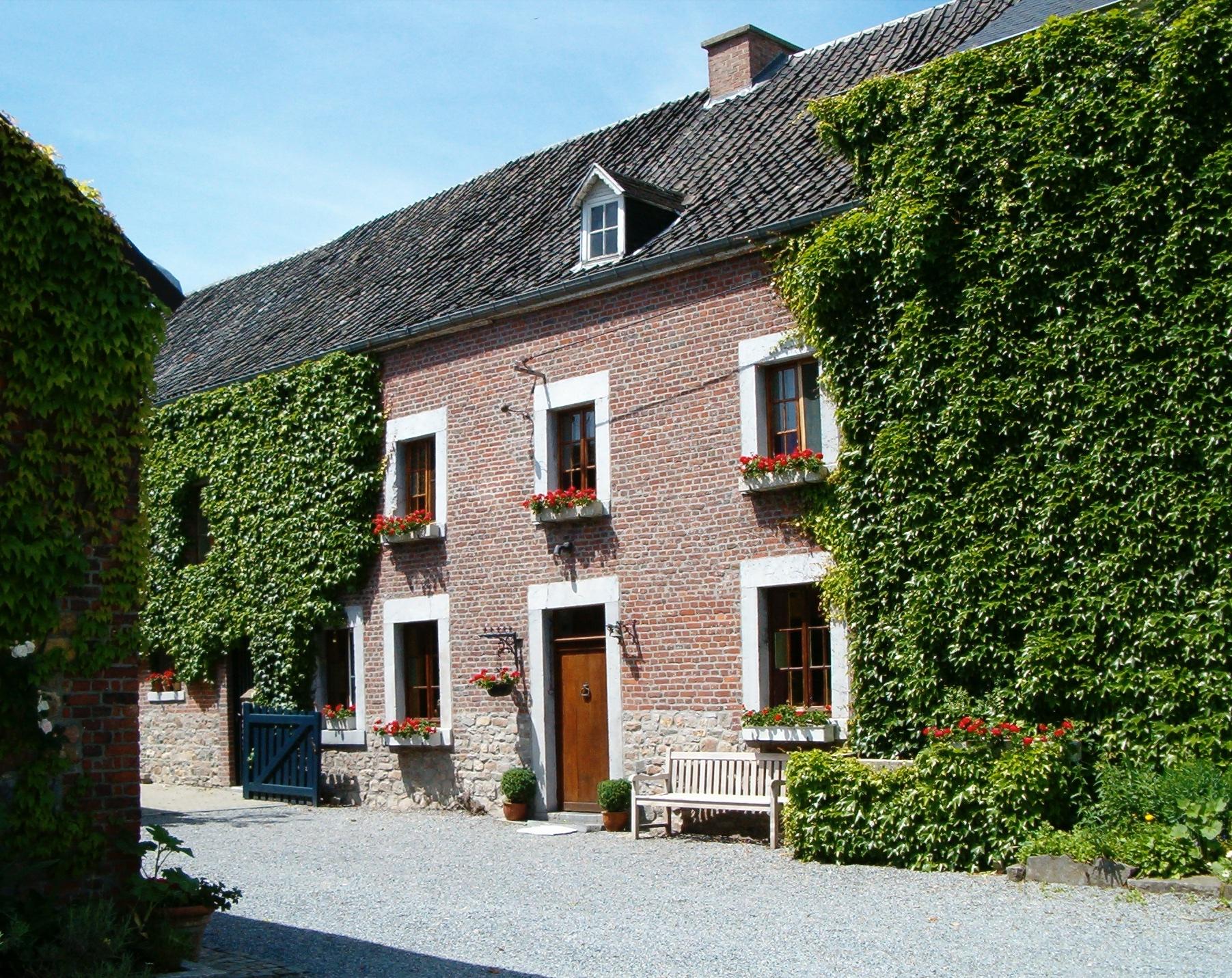 Chez Charlemagne - Gite rural jusque 8 personnesCentre d'Aubel – Feu ouvert - Etang privé – Parking privé – WiFiContactM STASSEN+32 477 66 90 81info@chezcharlemagne.be