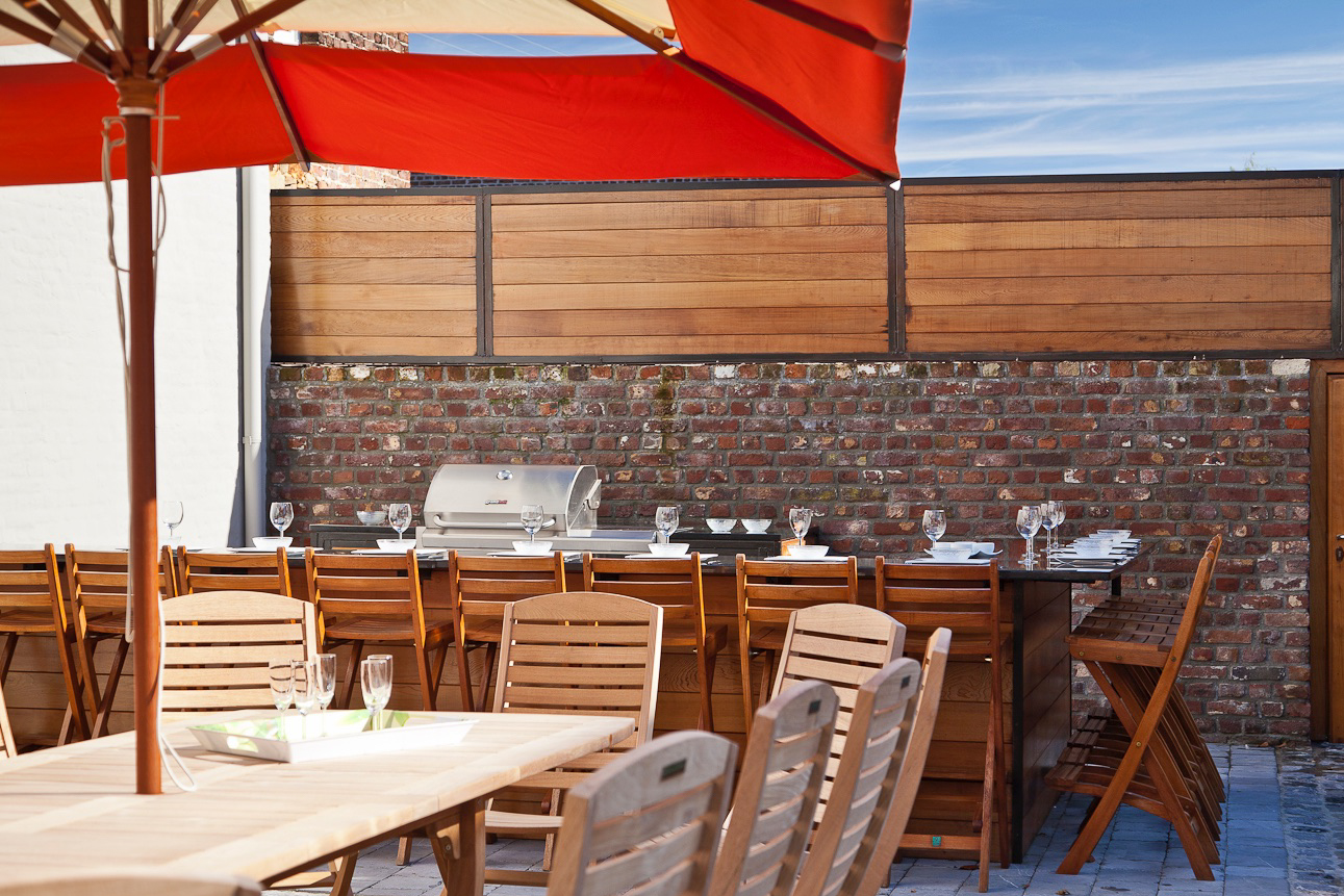 Patios - Summer kitchen with BBQ, garden furniture and lounge chairs.