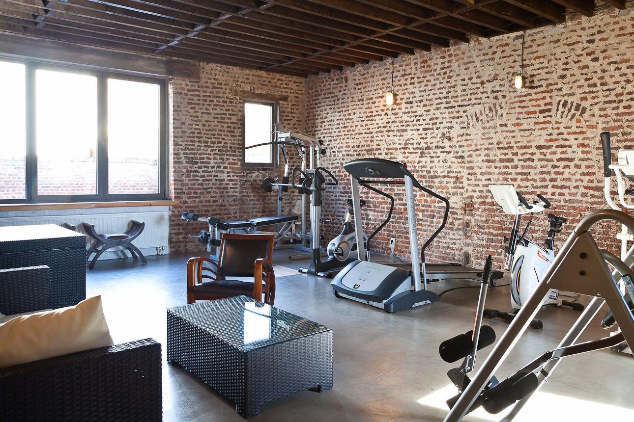 Salle de fitness - Une salle équipée de véritables machines professionnelles.
