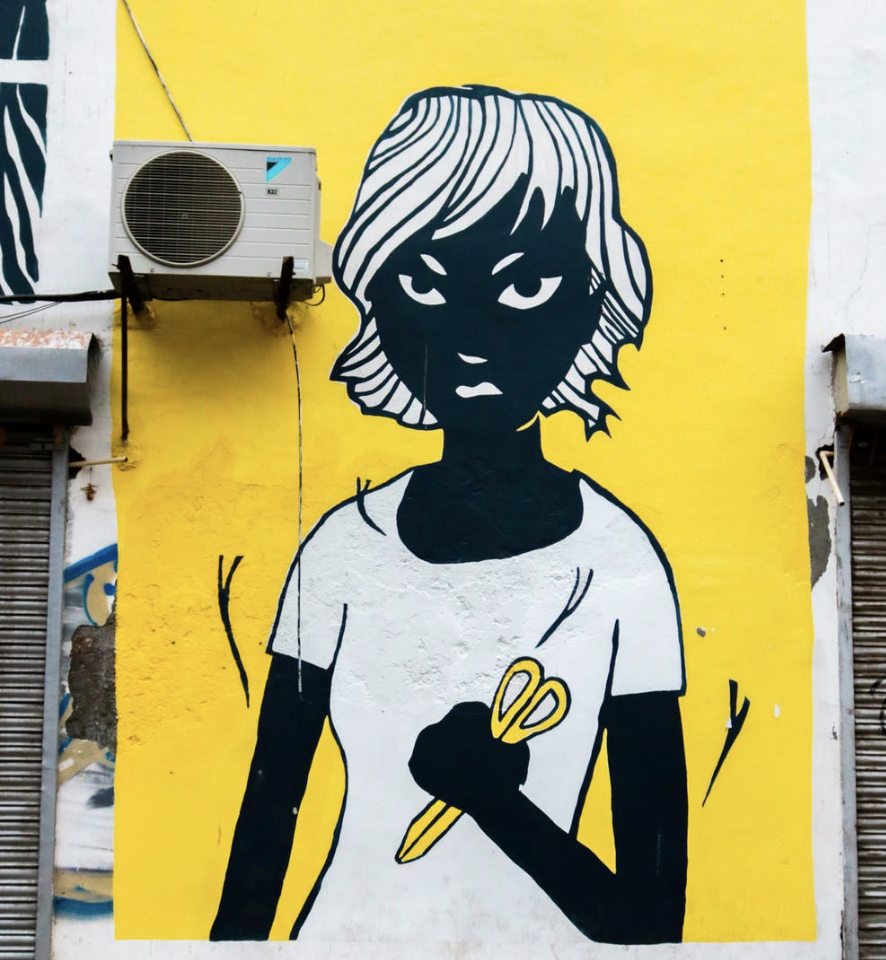 graffiti-yellow-black-and-white-angry-woman