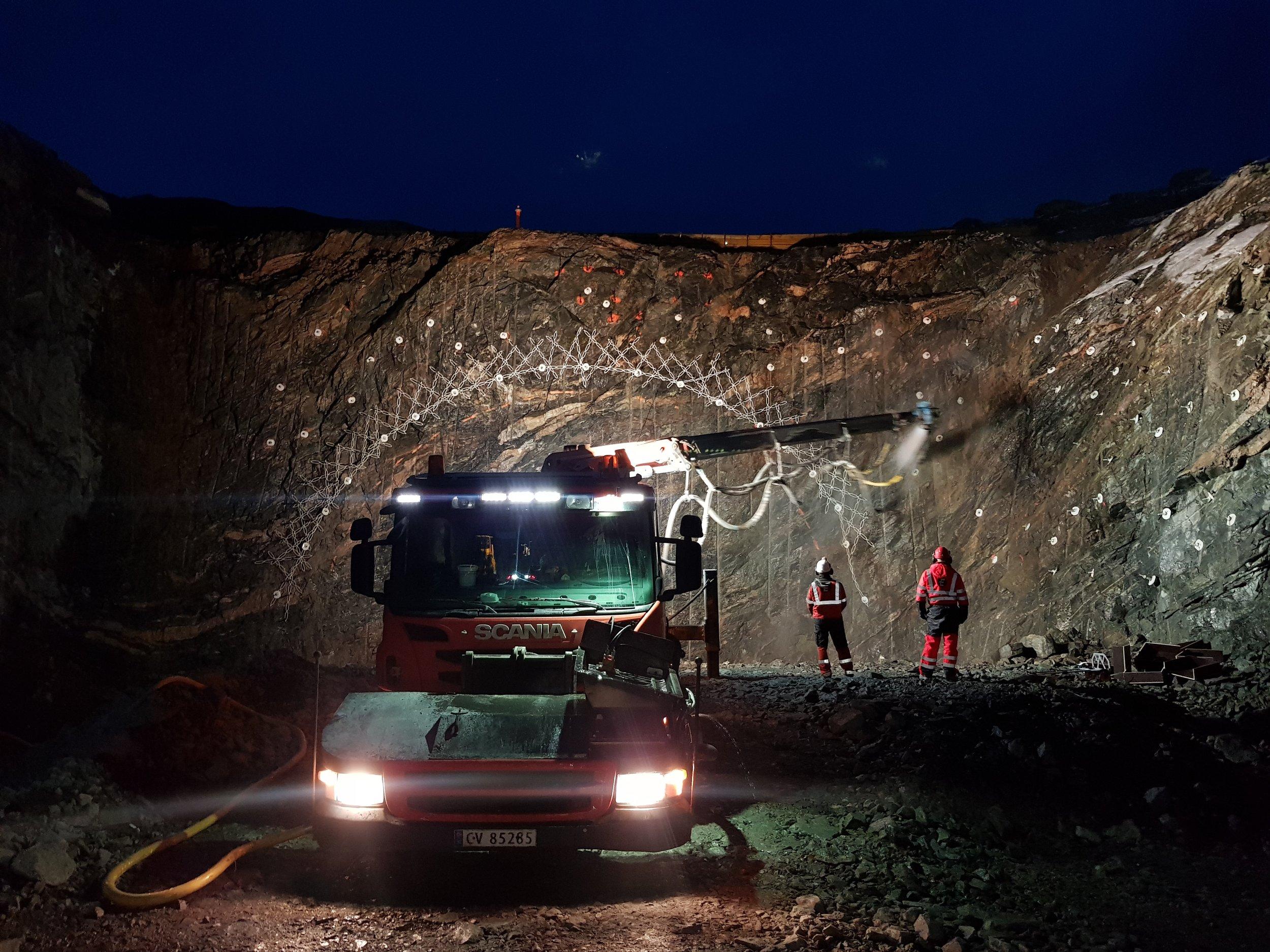 Nordøyvegen består av blant annet 3 undersjøiske tunneler og et miljøtunnel på Fjørtofta.