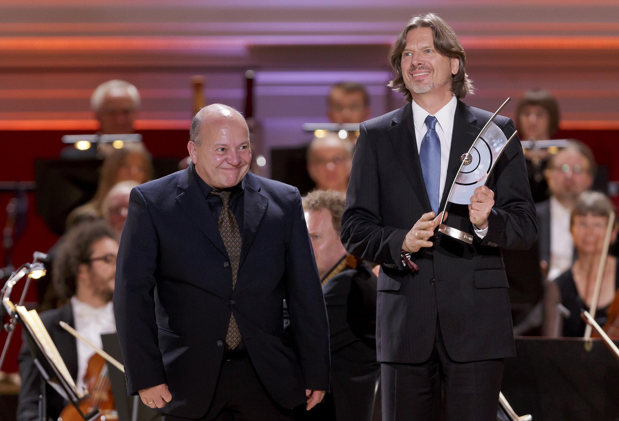 Timothy Leigh Evans and I receiving the Echo Prize in 2013 for Requiem for a Pink Moon (Klassik ohne Grenzen) Foto: Wüstenhagen