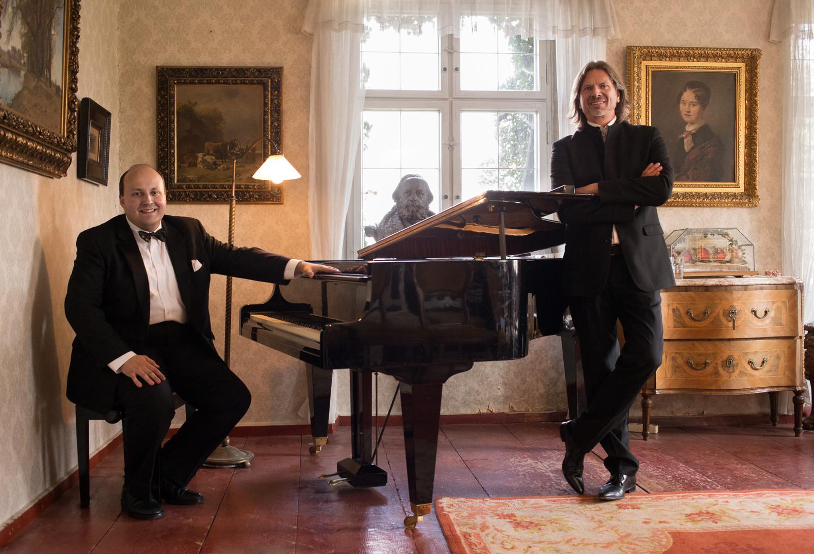 """Joel Frederiksen, Bass und Mikhail Berlin, Klavier in Franz Schuberts """"Winterreise"""" (Foto: Thomas Zwillinger)"""