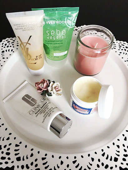 Before applying the cream, I'm cleaning my face with a purifying cleansing gel by Yves Rocher (for oily skin).